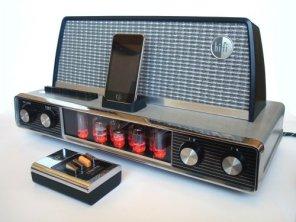 Dock station untuk iPod dari 1958 Arvin Radio